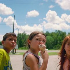 """Tre bambini sulla schiuma dei giorni. """"Un sogno chiamato Florida"""" di Sean Baker"""
