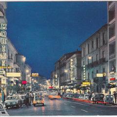 Corso Mazzini di sera negli anni '60. Un ritratto di Cosenza
