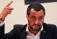 Di ruspa e di governo. Un DASPO per Salvini (che ammicca alla violenza nello sport)