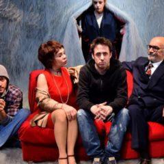Quando il teatro si tinge di cinema. Al Duse di Genova il divertente 'Buon anno, ragazzi' di Francesco Brandi