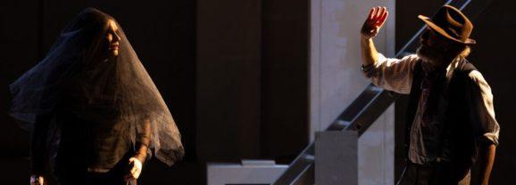 Fra tenebre dell'anima e féerie shakespeariana 'I promessi sposi alla prova' di Testori, regia di Andrée Ruth Shammah, alla Pergola di Firenze