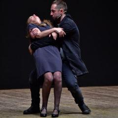 L'eccezionalità degli incontri normali. 'Il cielo non è un fondale' al Teatro Nazionale di Genova