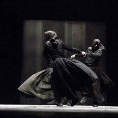 Lo spazio rituale e misterioso di 'Macbettu', al Teatro Argentina di Roma