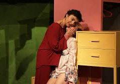 Il lungo commiato di Bea al Teatro della Tosse di Genova