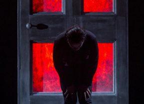 Il Nemico alla porta. 'Lo stronzo' di Andrea Lupo allo Spazio Diamante di Roma