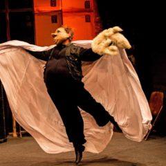 Dalla finzione scenica alla realtà del backstage. 'Teatro Delusio' dei Familie Flöz al Teatro Sala Umberto