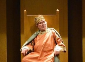 La follia e la luna nel pozzo. 'Enrico IV' al Piccolo Teatro della Città di Catania