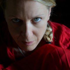 L'Ancella di Viola Graziosi nel futuro distopico di Margaret Atwood al Piccolo Teatro di Catania