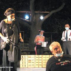 Nino Martoglio in mascherina al Giardino Fava di Catania