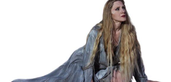 Viola Graziosi in 'Elena Tradita', prodotto dal Teatro della Città – Centro di Produzione Teatrale di Catania, in prima nazionale l'11 agosto a Locri