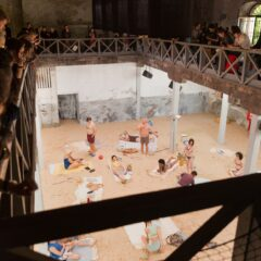 SUN & SEA trasforma il Teatro Argentina di Roma in una spiaggia vista dall'alto _ dal 22 giugno al 4 luglio in scena l'opera-performance vincitrice della Biennale Arte 2019