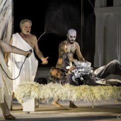 """""""L'insostenibile leggerezza"""" delle Nuvole di Aristofane secondo Calenda, al Teatro Greco di Siracusa"""